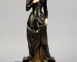 statue 1920